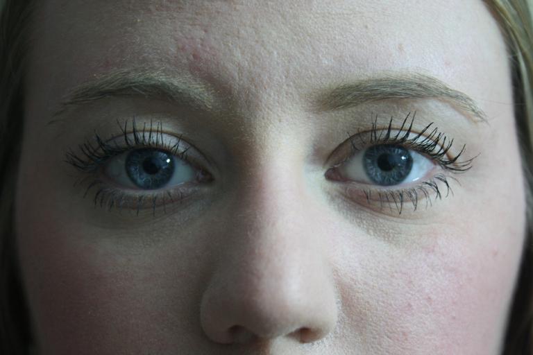 řasenka na očích