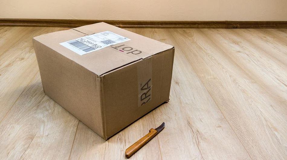 balík s etiketou