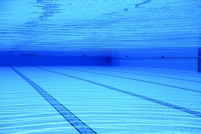 pruhy v bazénu