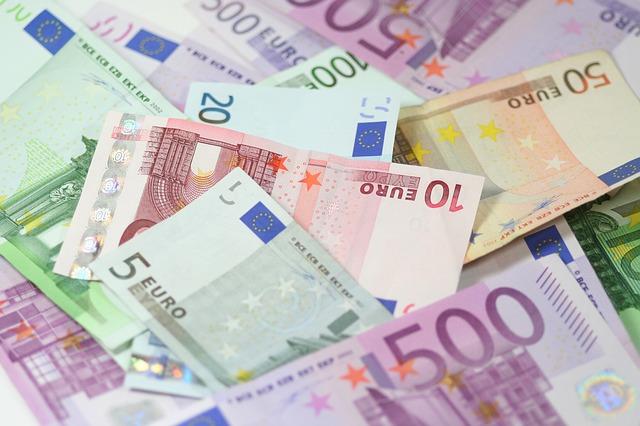 pohled na eurobankovky