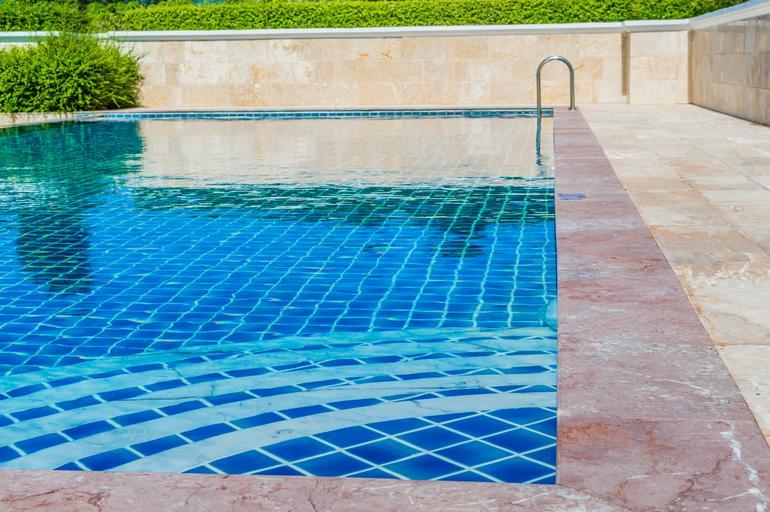 velký zahradní bazén