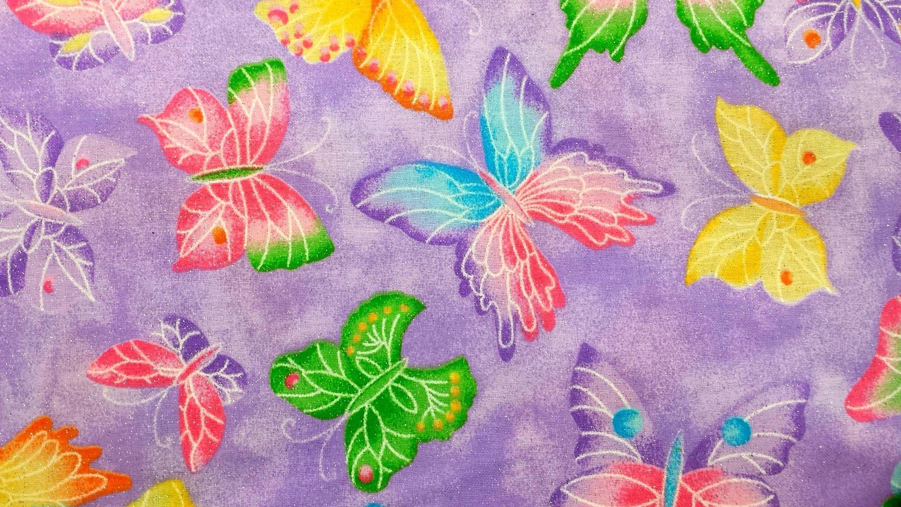 látka s motýly