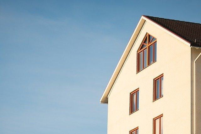 rozměrný dům